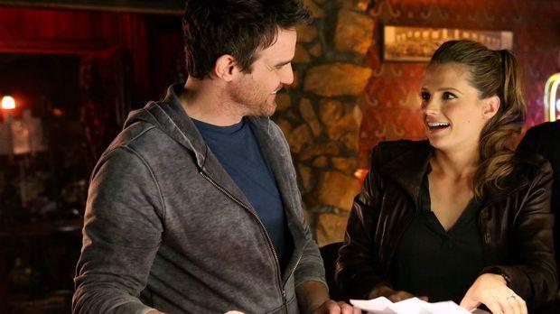Vor 15 Jahren hat Beckett (Stana Katic, r.) einen schlimmen Fehler im betrunk...