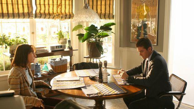 Martin Fitzgerald (Eric Close, r.) unterhält sich mit Susan (Laurie Metcalf,...