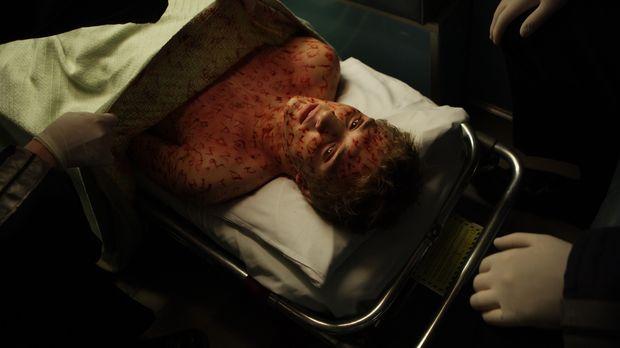 Kaum in das neue Haus eingezogen, da gerät der an Krebs erkrankte Matt (Kyle...