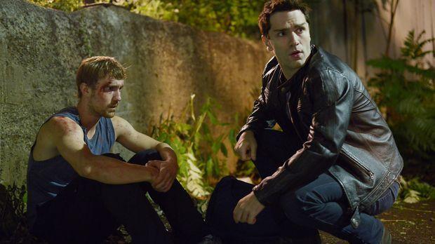 Als Aidan (Sam Witwer, r.) erfährt, dass Vampire Josh (Sam Huntington, l.) üb...