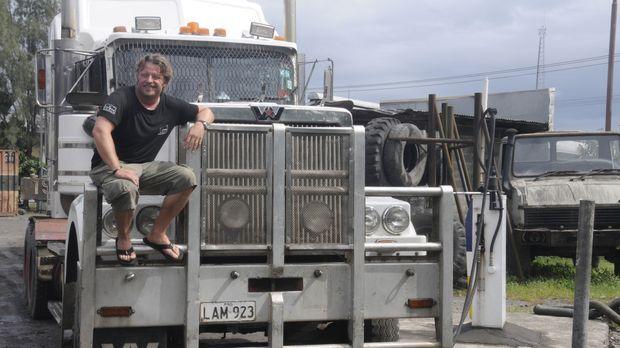 Mit dem LKW beginnt Charley Boormans Reise durch Papua-Neuguinea. Nur mit ort...