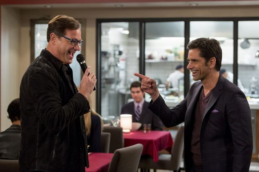Grandfathered - Jimmy (John Stamos, r.) freut sich sehr, seinen besten Freund...