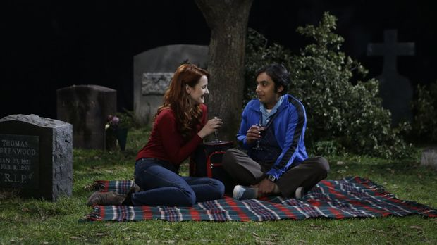 Die Beziehung zu Emily (Laura Spencer, l.) wird für Raj (Kunal Nayyar, r.) im...
