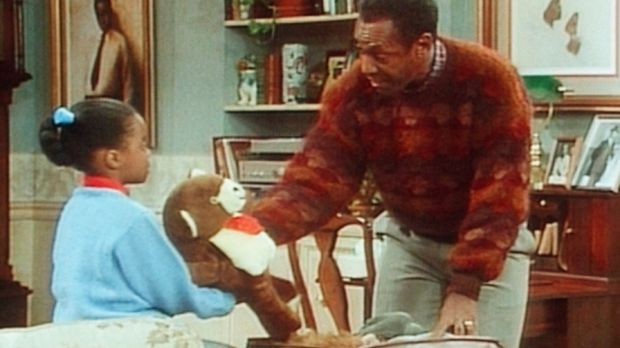 Cliff (Bill Cosby, r.) hilft seiner Tochter Rudy (Keshia Knight Pulliam, l.)...