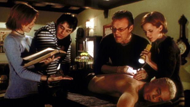 Willow (Alyson Hannigan, l.), Xander (Nicholas Brendon, 2.v.l.), Giles (Antho...