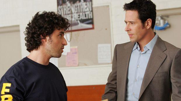Mit Hilfe von seinem Bruder Charlie (David Krumholtz, l.) will Don (Rob Morro...