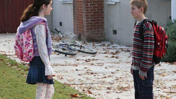 Hal kriegt mit, dass Dewey (Erik Per Sullivan, r.) ein Mädchen aus seiner Sch...