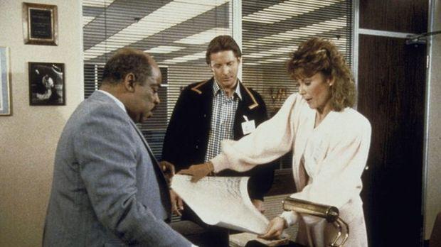 Amanda (Kate Jackson, r.) erhält vom Geheimdienst einen Gehaltsscheck über 10...