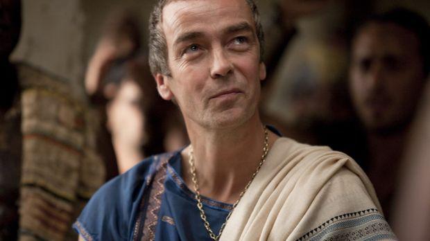 Während Spartacus nur knapp einem Mordanschlag entgehen kann, denkt Batiatus...