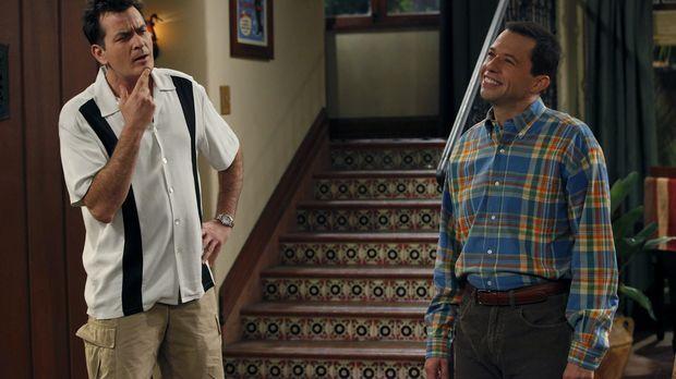 Lyndsey möchte mit Alan (Jon Cryer, r.) zusammenziehen - er bittet um Bedenkz...