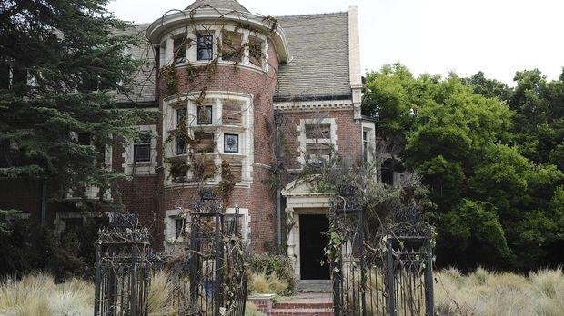 Irgendetwas ist faul an dem alten Haus, das äußerst günstig zum Verkauf angeb...