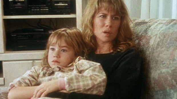 Sharon (Laura Bruneau, r.) und ihre Tochter Jillian (Colleen Rennison, l.) st...