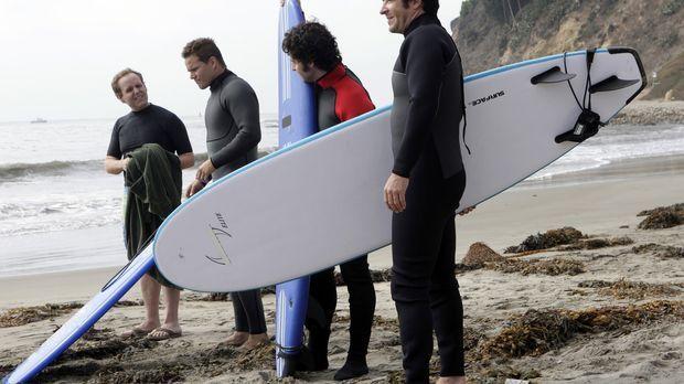 Dons alter Freund Nathan, ein ehemaliger Profi-Surfer, wird auf seinem Surfbr...