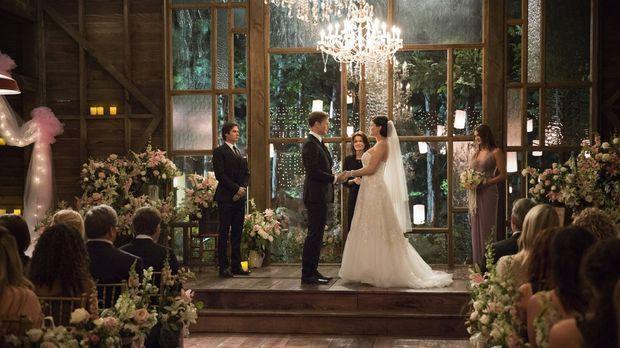 Diese Hochzeit ist nicht nur für Alaric (Matthew Davis, 2.v.l.) und Jo (Jodi...