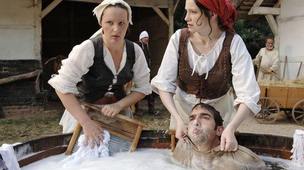 Im Mittelalter hatte Frau es wirklich schwer. Was heute eine Waschmaschine in...