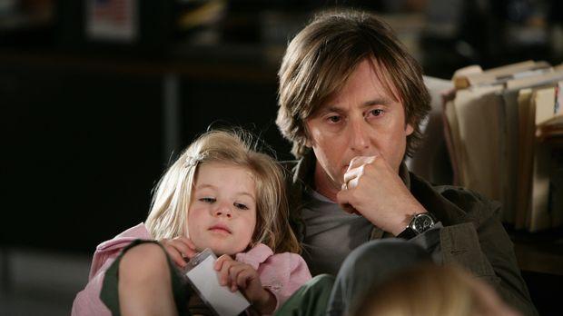 Joe (Jake Weber, r.) und Marie (Miranda Carabello, l.) warten auf Allison, di...