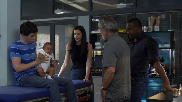 Was nur hat es mit dem Baby auf sich, um das sich Gary (Ryan Cartwright, l.),...