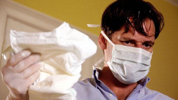 Bisher konnte der äußerst erfolgreiche Herzchirurg Benjamin Hofer (Max Tidof)...