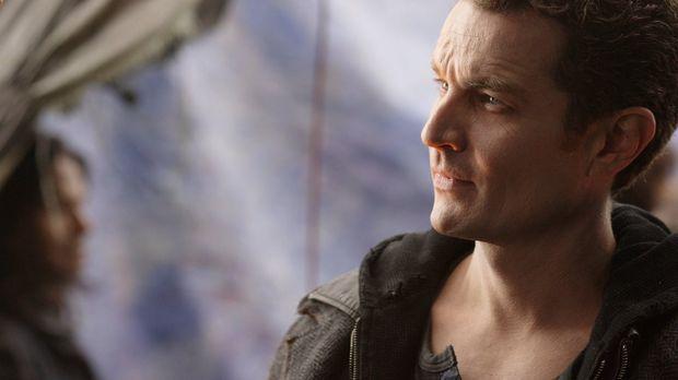 Der Kryptonier Brainiac (James Masters) ist zurück in Smallville. Er will mit...