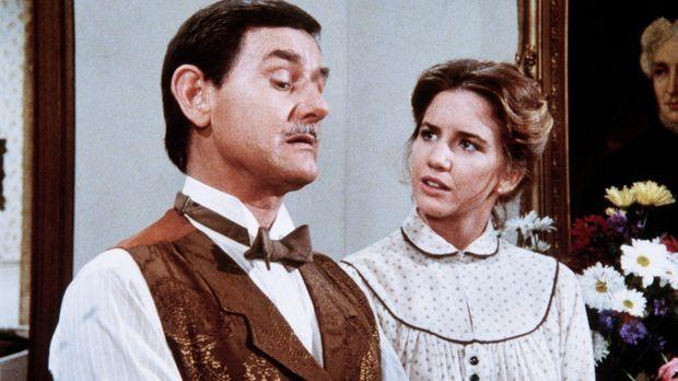 Mr. Montague (Robert Casper, l.) erklärt Laura (Melissa Gilbert, r.), dass ih...