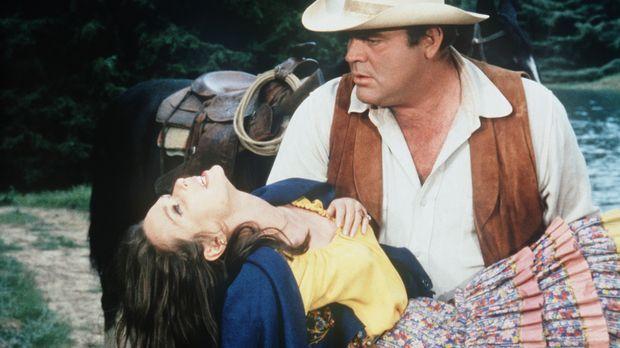 Hoss Cartwright (Dan Blocker, r.) geht der Zigeunerin Rosalita (Susan Strasbe...