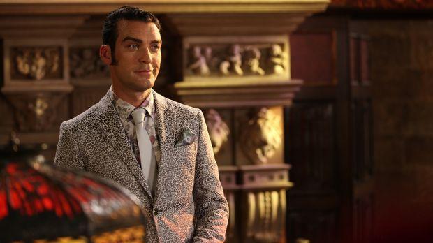 Acht Wochen nach dem Tod von König Simon präsentiert Cyrus (Jake Maskall) sei...