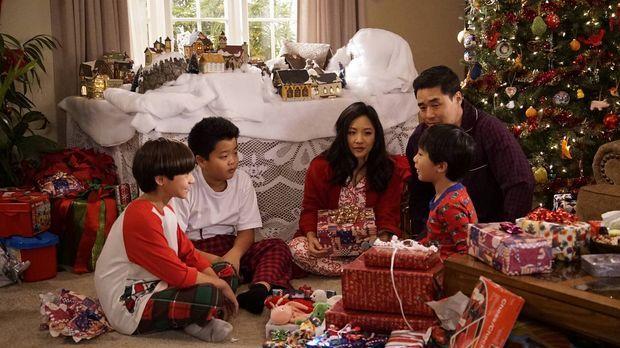 Ein ganz besonderes Weihnachtsfest steht bevor: Jessica (Constance Wu, M.), L...