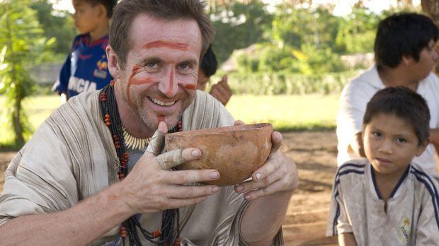 Der Brite Bruce Parry (l.) erforscht den einzigartigen Amazonas von den Hoch-...