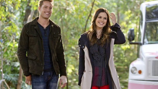 Als Zoe (Rachel Bilson, r.) einem Essen mit Jesse (Justin Hartley, l.) zustim...
