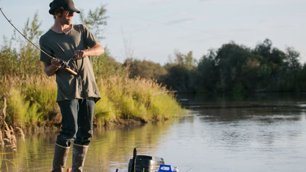 Während Jessie neue Jagd- und Fischgründe auskundschaftet, befestigen die Hai...