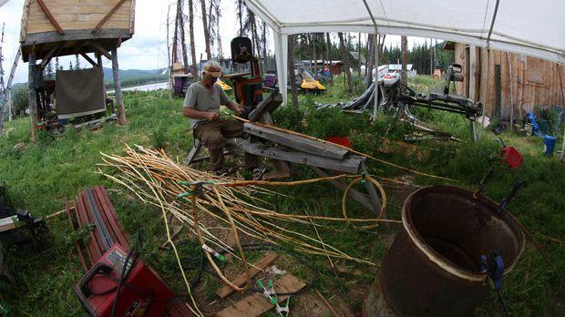 Andy bereitet sich auf sein Sommer-Fischen vor ... © Mark St. Marie BBC World...
