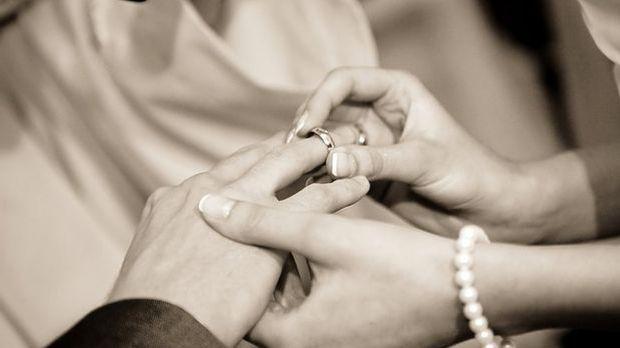 Ehering an Hand