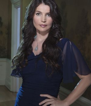 """Julia Ormond spielt Joanna Beauchamp in """"Witches of East End"""""""