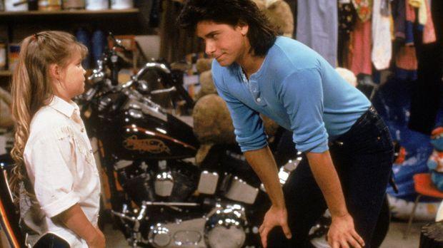 Als D.J. (Candace Cameron, l.) es mit Jesse (John Stamos, r.), Joey und ihrem...