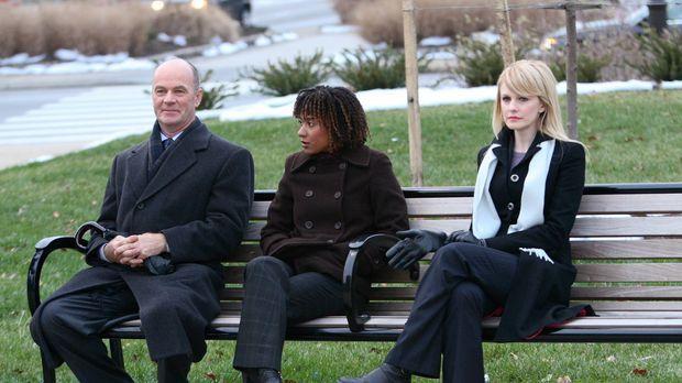 Lilly Rush (Kathryn Morris, r.), Kat Miller (Tracie Thoms, M.) und John Still...