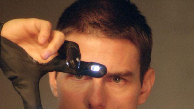 Minority Report - Pre-crime-Cops erstellen aus den Bildern der Pre-Cogs auf e...