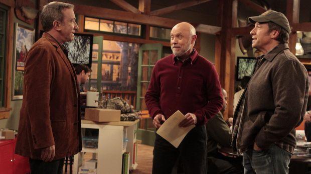 Ed (Hector Elizondo, M.) möchte, dass Mikes Bruder Jim (Mike Rowe, r.) zusamm...