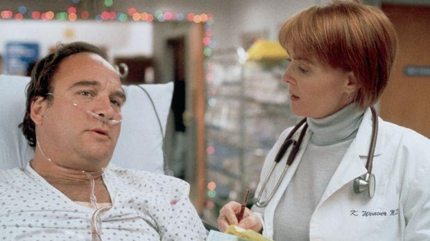 Dan (James Belushi, l.) fragt Dr. Weaver (Laura Innes, r.) nach dem Zustand s...