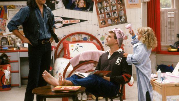 Noch ahnt Jesse (John Stamos, l.) nicht, dass Stephanie (Jodie Sweetin, r.) n...