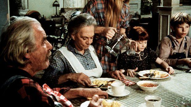 Die ganze Familie fiebert John-Boys Abschlussprüfung entgegen. (V.l.n.r.) Sam...