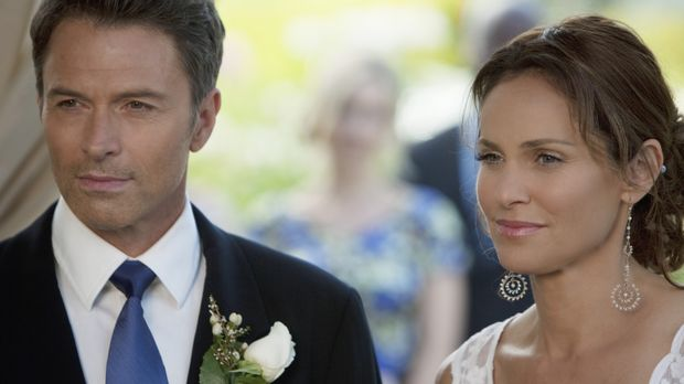 Pete (Tim Daly, l.) und Violet (Amy Brenneman, r.) beschließen überraschend z...