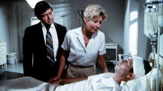 John-Boy Walton (Richard Thomas, r.) liegt schwer verwundet in einem Lazarett...