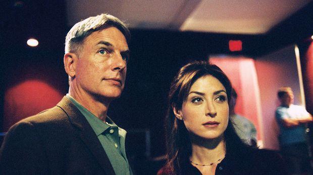 Kate (Sasha Alexander, r.) und Gibbs (Mark Harmon, l.) untersuchen den Tod ei...