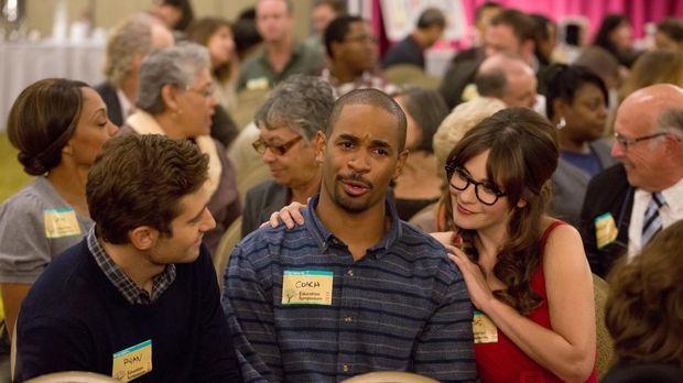 New Girl - Auf einer Lehrerkonferenz erhalten Ryan (Julian Morris, l.), Jess...