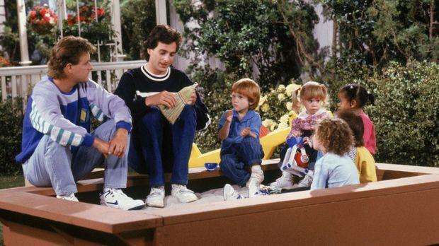 Während Michelle (Mary-Kate/Ashley Olsen, 3.v.r.) lernt, was es heißt zu teil...