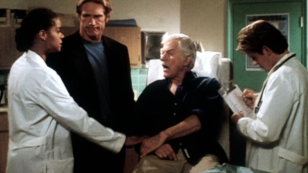 Amanda (Victoria Rowell, l.), Steve (Barry Van Dyke, 2.v.l.) und Jesse (Charl...