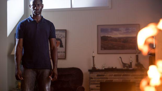 Der 18-jährige Donnie Russell (Brandon McKnight) geht nach einem Streit mit s...