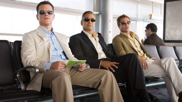 Danny Ocean (George Clooney, M.) und seine Jungs (Matt Damon, l. und Brad Pit...