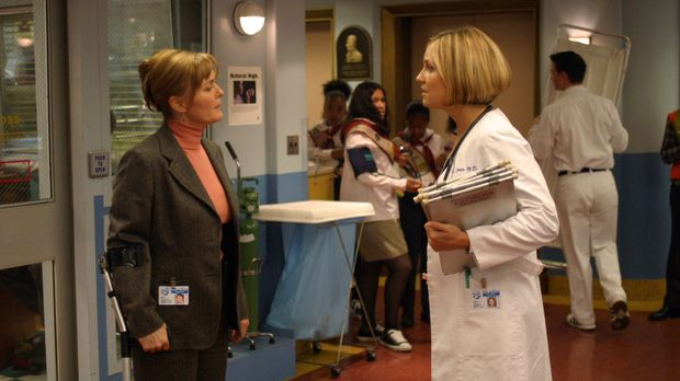 Weaver (Laura Innes, l.) rät Susan (Sherry Stringfield, r.), nachdem sie nun...