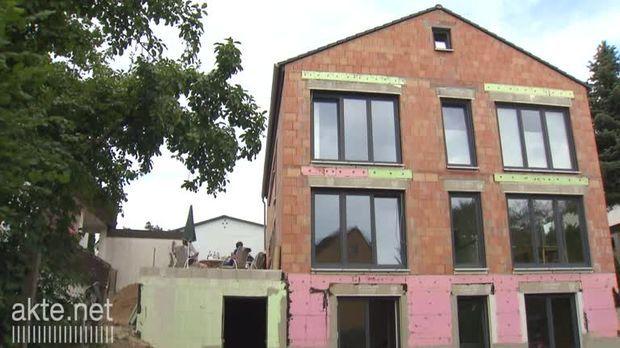 Neuer Bauärger und Leben in der Armutsfalle - akte-Trailer für den 27.08.2013
